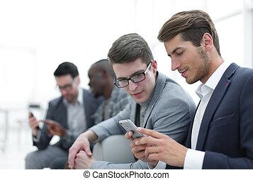 affär, sms, smartphone, läsning, kolleger