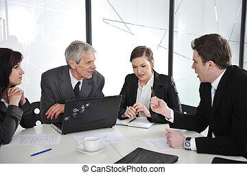affärsfolk, diskussion, hos, möte rum