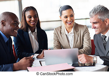 affärsfolk, in, a, möte, hos, kontor