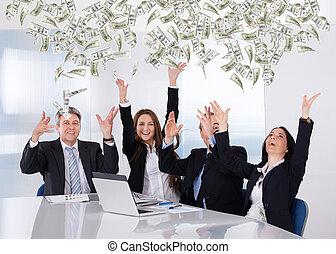 affärsfolk, kastande, valuta, anteckna