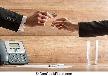 affärskvinna, gir överens, nyckel, hus