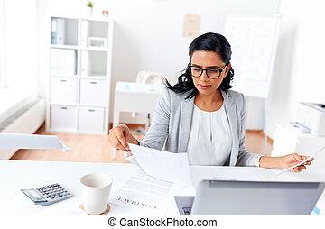 affärskvinna, laptop, kontor, arbete