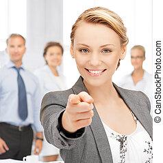 affärskvinna, pekande, henne, finger