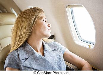 affärskvinna, sova, in, menig jet