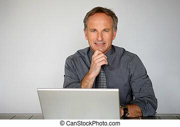 affärsman, användande, a, laptopdator