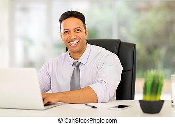 affärsman, användande laptop, dator