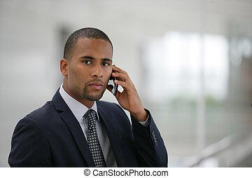 affärsman, användande, mobiltelefon