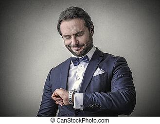 affärsman, betrakta armbandsur
