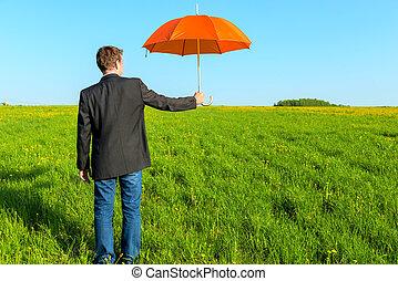 affärsman, erbjudande, en, paraply, på, a, solig dag