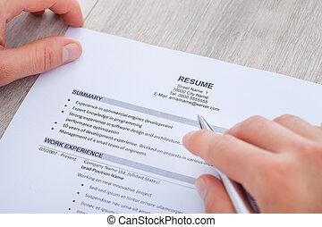 affärsman, läsning, resume