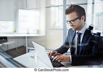 affärsman, maskinskrivning
