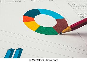 affärsman, visande, a, diagram, på, a, finansiell rapport, användande, a, penna