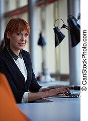 affärsverksamhet kvinna, arbeta dator, hos, kontor