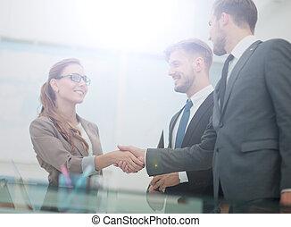 affärsverksamhet kvinna, hand skälv, till, henne, partner
