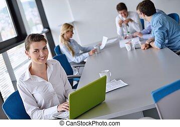 affärsverksamhet kvinna, med, henne, personal, in, bakgrund,...