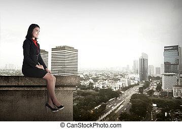 affärsverksamhet kvinna, sittande, på, taktopp