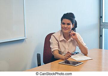 affärsverksamhet kvinna, undersöka, avtal, överenskommelse, in, kontor