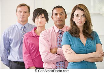 affärsverksamhet lag, stående, inomhus