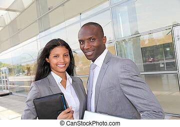 affärsverksamhet lag, stående, utanför, kongress, centrera