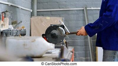 affûtage, machine, utilisation, mécanicien, 4k, garage