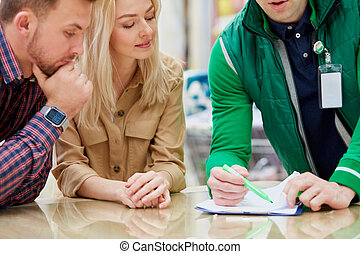 consultant show something on document for customers
