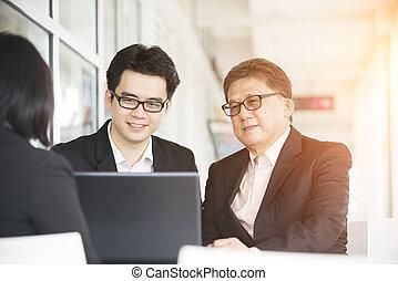 affaires asiatiques, équipe, dans, a, réunion