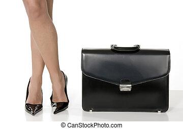 affaires femme, long, noir, valise, jambes, sensuelles