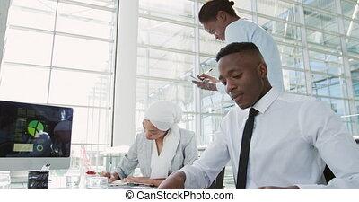 affaires gens, bureau fonctionnant, moderne, jeune