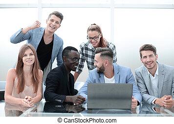 affaires gens, heureux, bureau, groupe, réunion