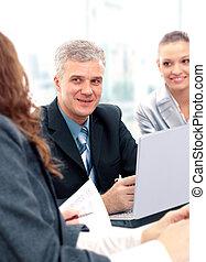 affaires gens, heureux, réussi, réunion