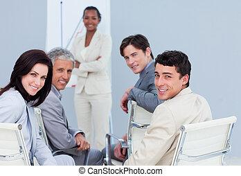 affaires gens, présentation, international, sourire