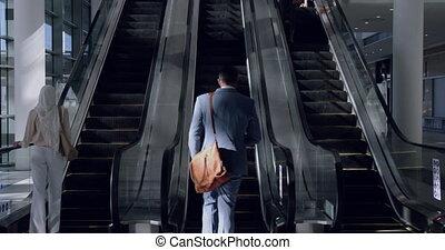 affaires gens, utilisation, escalator, 4k, bureau, moderne