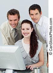 affaires gens, utilisation, sourire, informatique