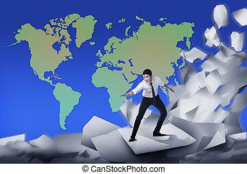 affari asiatici, uomo, surfing, su, onda, di, carte