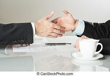 affari contrattano