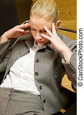 affari donna, preoccupato