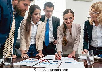 affari, esperto, interpretare, tabelle, durante, un, interattivo, riunione