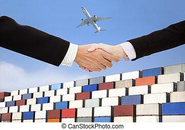 affari internazionali, trafficare, e, trasporto, concept.businessman, e, donna d'affari, handshaking, con, contenitori, fondo