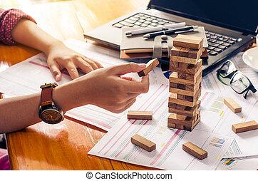 affari, rischi, in, il, business., requires, pianificazione, meditazione, dovere, essere, attento, in, decidere, ridurre, il, rischio, in, il, business., come, il, gioco, drew, a, uno, blocco legno, da, il, torre
