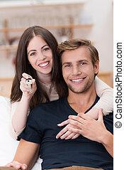 affectueux, couple, jeune, heureux