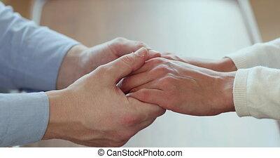 affectueux, jeune, épouse, support., mains, homme, tenue, ...