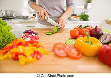 affettare, verdura, donna, closeup, giovane