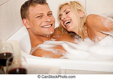 affettuoso, coppia, il bagnarsi