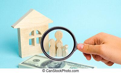 affordable, housing., 概念, 立つ, 家族, 購入, 木製の家, 家族, お金。, 若い, 束, 見る ガラス, continuation., 強い, ローン, 拡大する