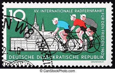 affranchissement, gdr, hradcany, timbre, prague, cyclistes, 1962