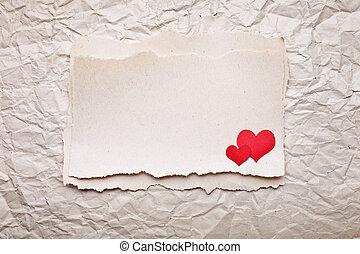 afgescheurde, stuk papier, met, hartjes, op, oud, verpletterde, papier, achtergrond., liefde brief
