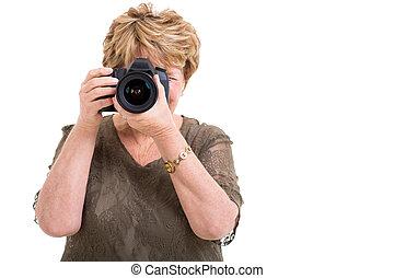 aficionado, fotógrafo, tomar las fotos, hembra, 3º edad