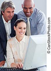 afirmativo, pessoas negócio, trabalhar, um, computador