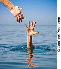 afogamento, dar, mão, ajudando, mar, homem