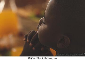africaine, dîner, américain, garçon, table, prier